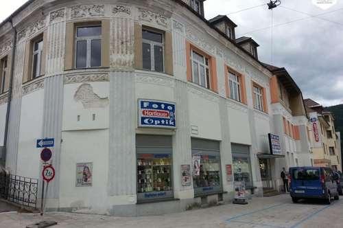 Wohn- und Geschäftsgebäude zum Sanieren oder Abriss