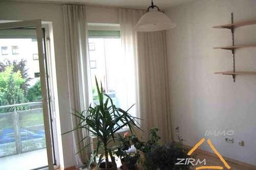 Sonnige 2-Zimmer-Wohnung mit Balkon u. PKW-Abstellplatz (WG-geeignet)