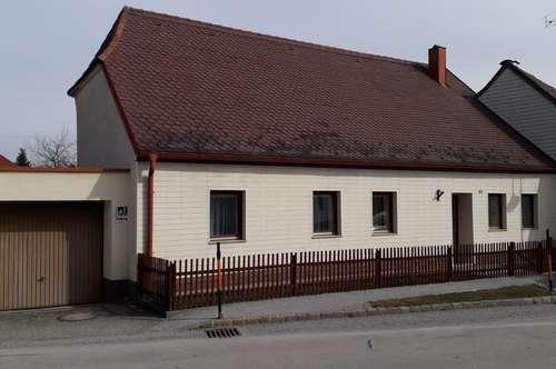 Ebenerdiges Wohnhaus mit begrüntem Innenhof!