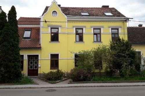 Modernisierte Mietwohnung im Erdgeschoß mit Innenhof!