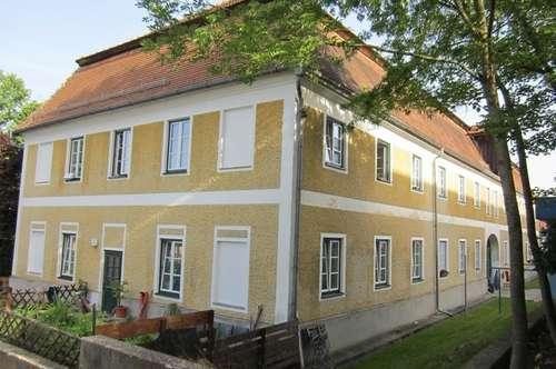 Geräumige Altbauwohnung im ehem. Herrenhaus in Braunau/Osternberg