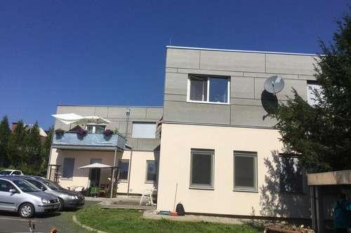 Zentrale, sonnige Wohnung mit Einbauküche, Balkon und PKW-Abstellplatz