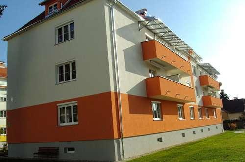 Neu sanierte Wohnung mit Balkon in Zentraler Lage
