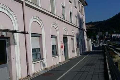 Familiengerechte Wohnung in zentraler Lage mit PKW-Abstellplatz