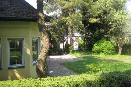 ruhiges, gepflegtes, zentrales Familienhaus in Schulgegend mit schönem, großem Garten, Garage und Autostellplatz,
