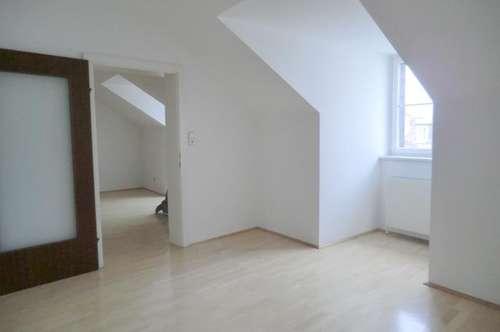 12834 - Zentral gelegene 2 Zimmer-Büro