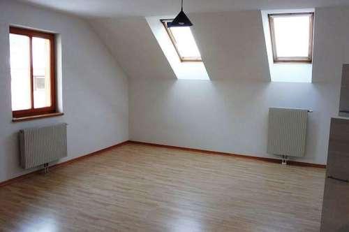 12261 - 2 Zimmerwohnung mit Autoabstellplatz!