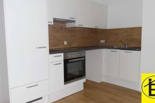 12826 - ERSTBEZUG, 50 m², Zentrum