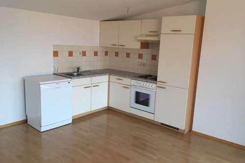 2-Zimmer-Wohnung mit 22 m² Balkon im Dachgeschoß!