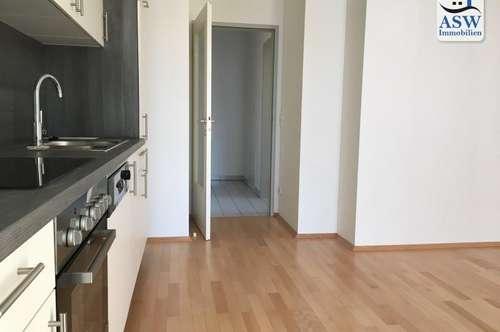 Ansprechende 2 Zimmer Wohnung mit Balkon nahe Schillerplatz