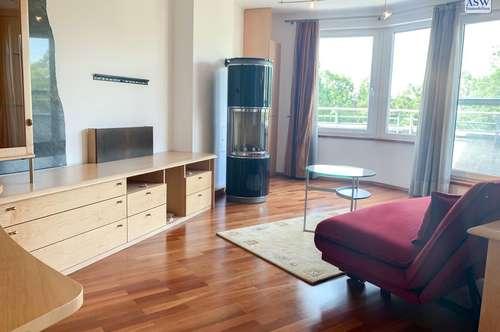 Gelegenheit! Möblierte 4-Zimmerwohnung über zwei Etagen mit 2 Loggias