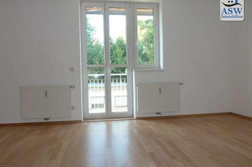 Perfekt aufgeteilte, schöne 2-Zimmer Wohnung mit Balkon nahe Schillerplatz