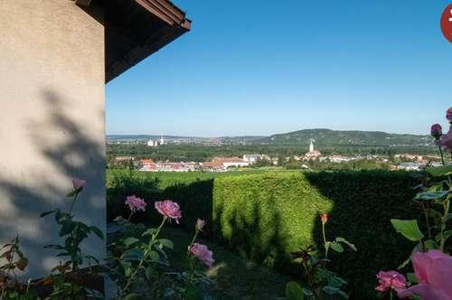 Einfamilienhaus Stadtplatznähe mit Fernsicht und Stiftsblick