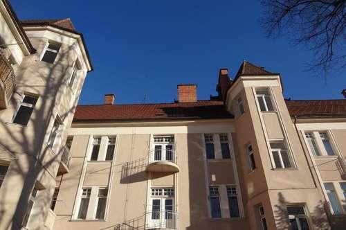 +++ 159 m² Altbauwohnung mit Balkon in der Stadt +++