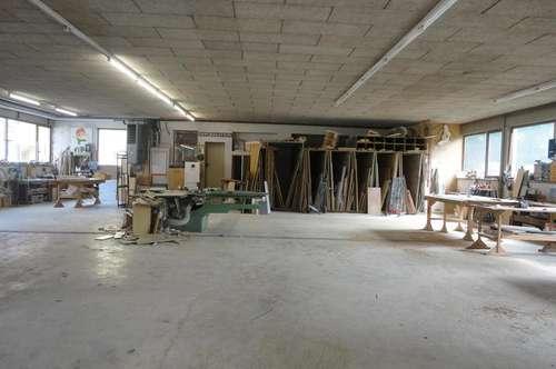 528 m² Büro, Keller und Maschinenhalle mit Spritzraum