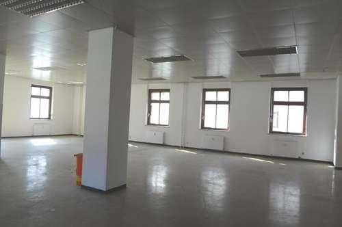+++ Großraumbüro mit Schulungs- bzw. Besprechungsraum +++