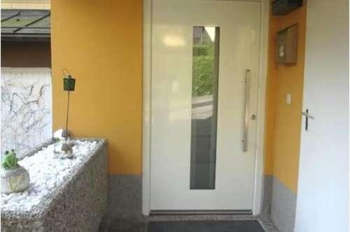 geräumiges Reihenhaus mit schöner, offener Küche, Garten und Garage