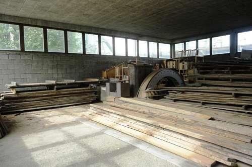 560 m² große Maschinenhalle