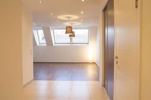 Traumhafte Dachterrasse, Sonnenuntergang inclusive! 4-Zimmer-Maisonette für individuelles Wohnen.
