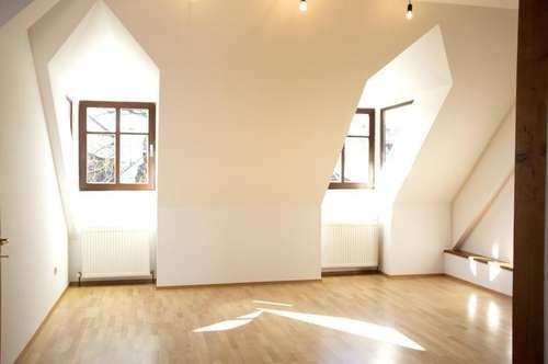 Moderne Dachgeschoss-Maisonette in mittelalterlichem Bürgerhaus - sonnige Mietwohnung für eine große Familie!