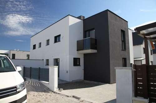 Doppelhaushälfte NFL 203 m² auf 3 Ebenen mit 8 Räumen (Wohnkelleretage) + 108 m² Garten + 18,35 m² Gartenterrasse. 2 KFZ-Stellplätze, Klima, Luftwärmepumpe f. Kühlen und Heizen