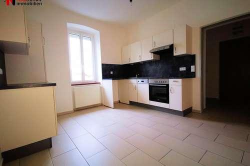 Modern ausgestattete kleine Wohnung mit Carport und Gartenanteil