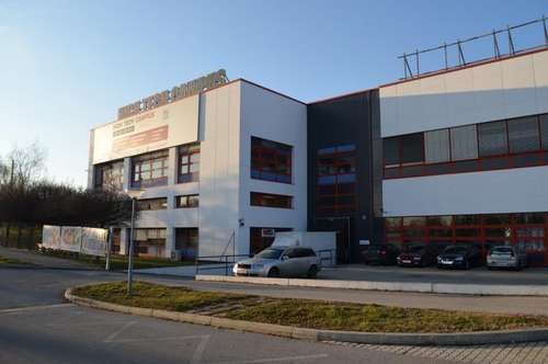 hochwertige Produktions- und Lagerhallen mit Büro