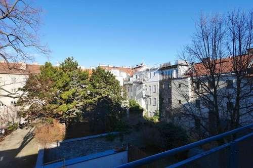 SonnigerNeubau mit Blick ins Grüne & großer Terrasse!