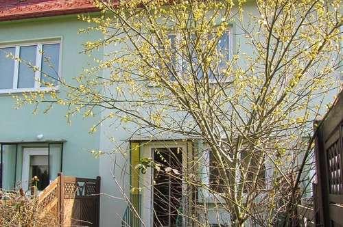 Exclusiv renoviertes Reihenhaus mit uneinsichtigem Garten