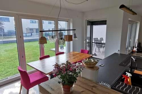 Moderne Traumhafte Doppelhaushälfte nur 10 km bis Wien - 5 Zimmer 162m² Wfl.- Eigengrund