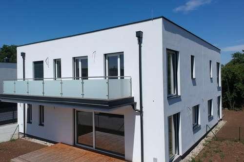 Designer Doppelhaushälfte nur 13 km bis Wien 5 Zimmer - 145m² WNFl. auf Eigengrund