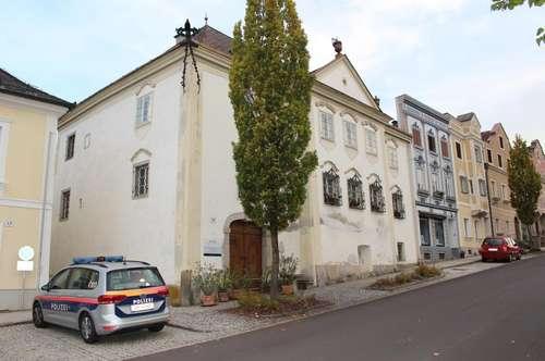 Geschichtsträchtiges Gebäude mit viel Flair zum Verkauf