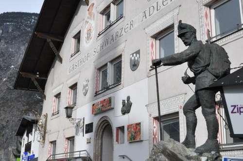 """ZAMS: Einzigartiger und altehrwürdiger Gasthof """"Schwarzer Adler"""" inkl. Gastgarten in bester zentraler Lage direkt im Dorfzentrum (Kernzone)"""