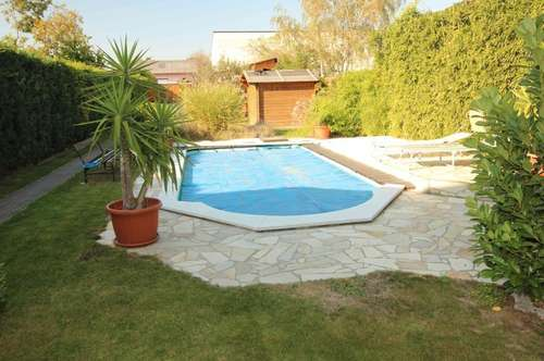 Carport, Werkstatt, Pool, Garten und sogar 6 Zimmer....