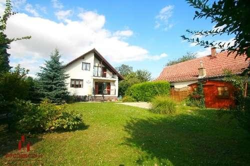 Ein oder Zwei Familienhaus in Grünruhelage mit Garten-Pool an der Stadtgrenze zu Wien
