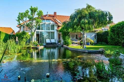 Großzügige Villa, mit wunderschönem Naturgarten- Schwimmbiotop, Ruhelage