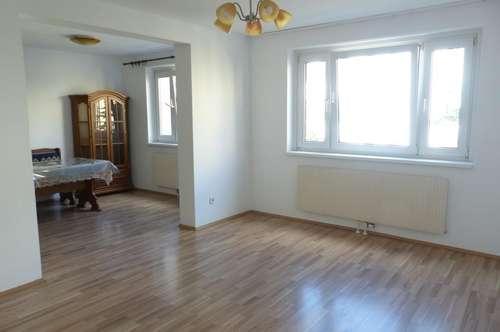 Helle 4-Zimmerwohnung - WG tauglich - kleiner Balkon