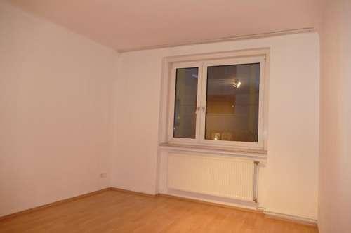 Ruhige Zweizimmer, verkehrsgünstig. Im ersten Mietjahr vergünstigt. 2er WG, warum nicht?
