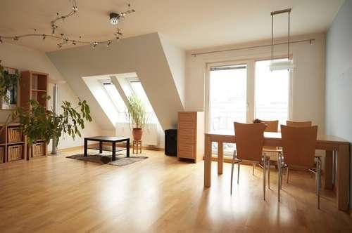 Sonnendurchflutete 4 Zimmer Dachgeschoss-Terrassenwohnung in U Bahn Nähe