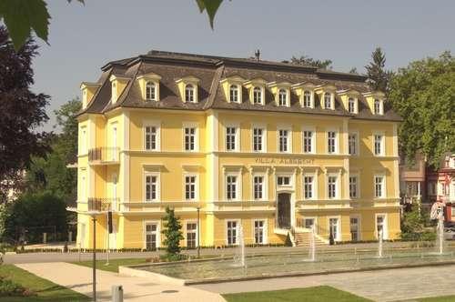 Grünruhelage im Zentrum von Bad Gleichenberg! Topsanierte 3-Zimmer-Altbau-Wohnung mit drei Balkonen in Villa Albrecht