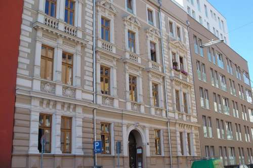 Große City - Wohnung mit Balkon und Küche | WG tauglich