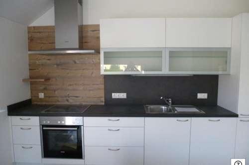 Seekirchen - Moderne neuwertige 2 Zi-Wohnung mit großen sonnigen Balkon