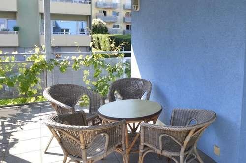 NEU! WG-geeignete 4 Zimmer Wohnung mit sonnigem Balkon
