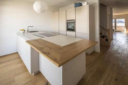 Wohnen mit Charme: renovierte 4 Zimmer Wohnung mit Weitblick