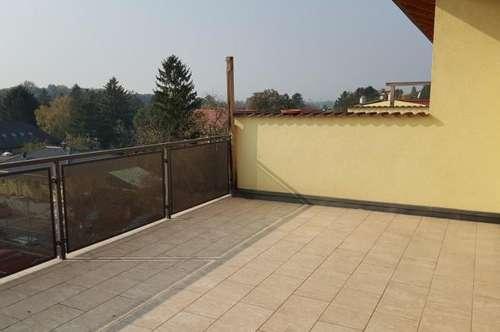 Zwei Ebenen, schöne Terrasse, Carport!