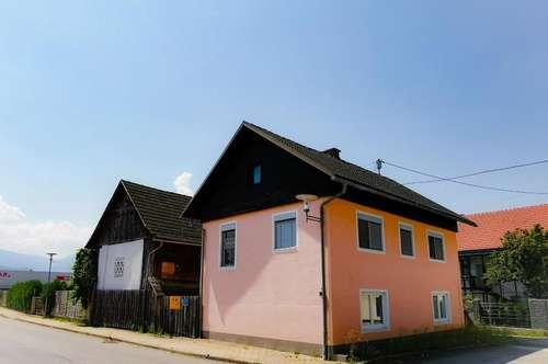 Wohnhaus mit Nebengebäude und Wald in Eberndorf