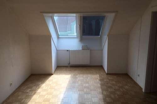 Mansardenwohnung - 4 Zimmer