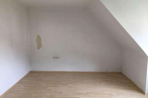 Bastlerwohnung - Dachgeschoßwohnung - Provisionsfrei - 2 Zimmer