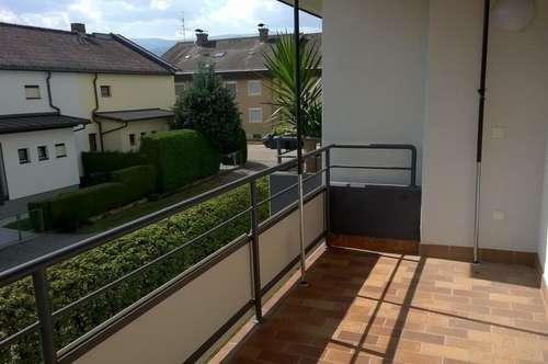 Probier´s mal mit Gemütlichkeit! Provisionsfreie Balkonwohnung mit Kachelofen!