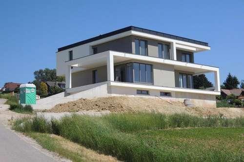 Luxeriöse Doppelhaushälfte mit Ausblick